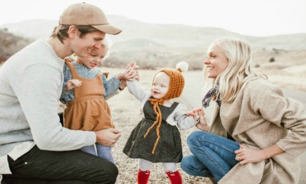 Casal mórmon usa mídias sociais para fazer o bem