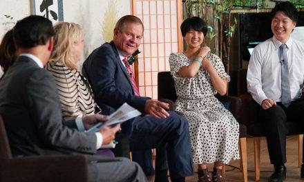 Apóstolo fala aos jovens japoneses em seu idioma nativo em evento Cara a Cara