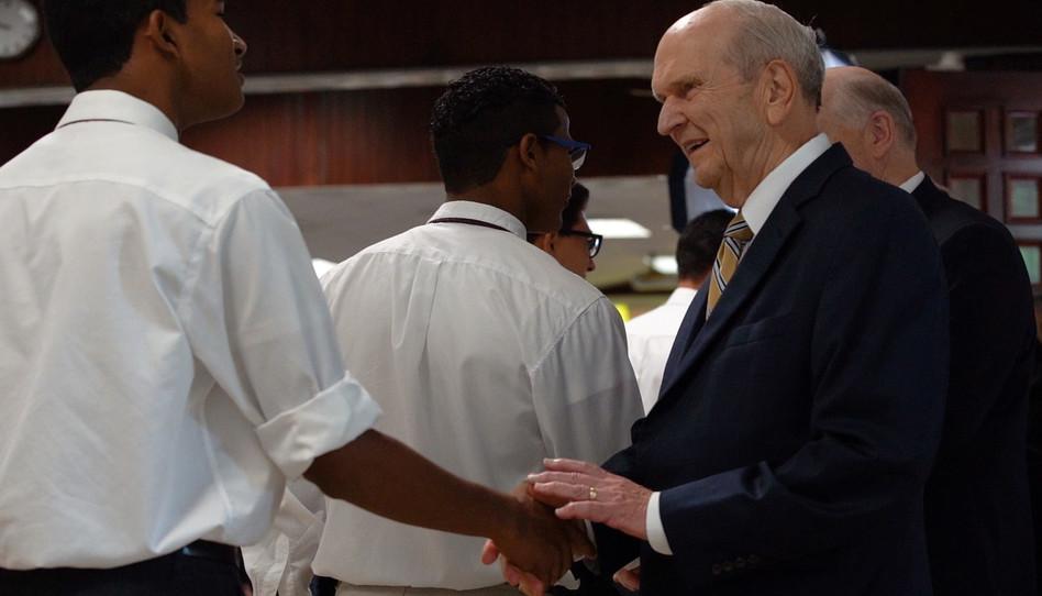 Visita do Presidente Nelson aos missionários na República Dominicana
