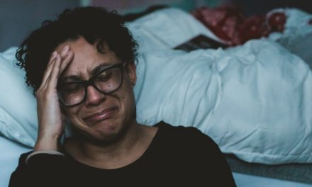 Por causa da depressão e ansiedade, não acredito que sou amado