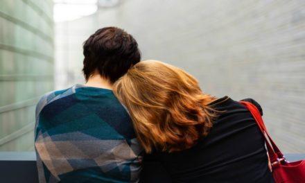 Terapeuta responde: Devo ir ao casamento da minha filha que se diz gay?