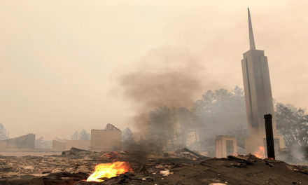 """Incêndio nos EUA: """"95% dos membros de nossa ala perderam suas casas"""""""