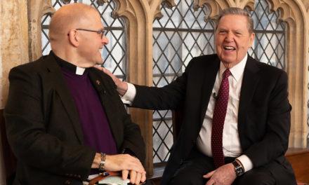Élder Holland reuniu-se com líderes religiosos na Universidade de Oxford