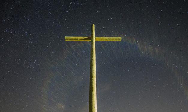 Por que os santos dos últimos dias não usam o símbolo da cruz?