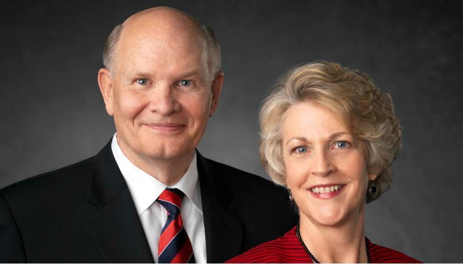 O Élder e a irmã Renlund falam sobre fé e dúvida em devocional mundial