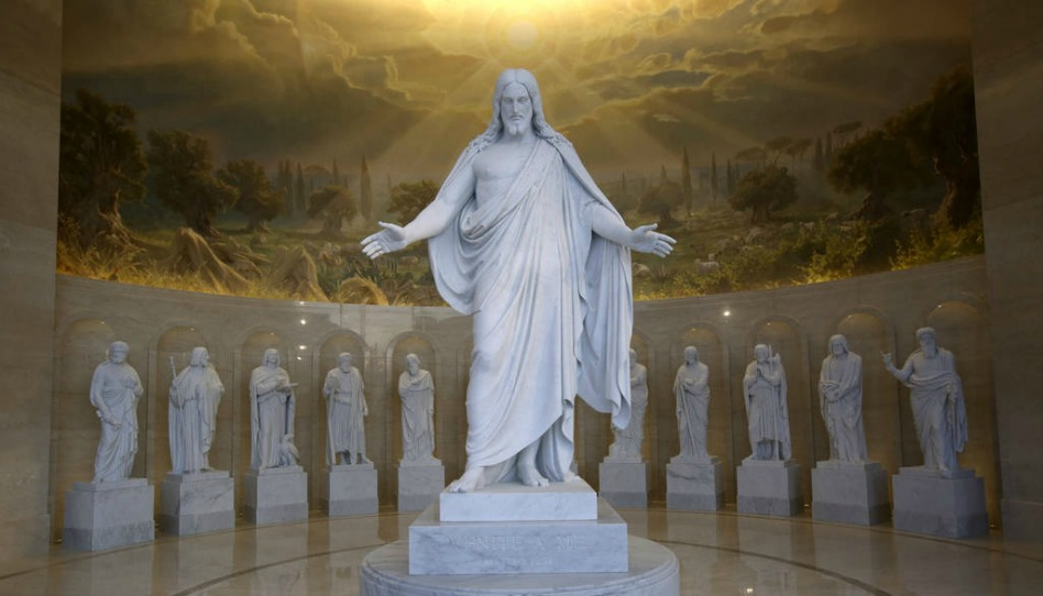 História das estátuas Christus e os 12 apóstolos no templo de Roma