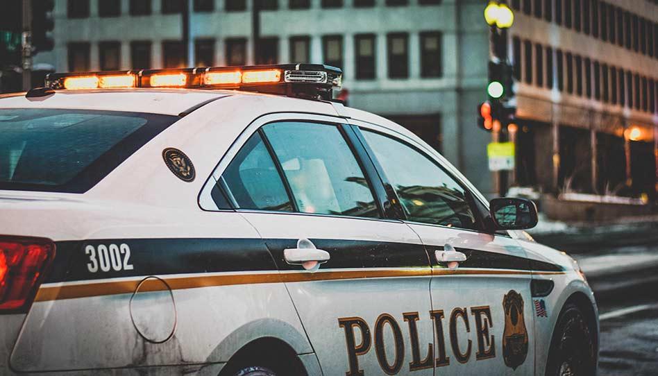 Nos EUA, assaltante armado obriga missionários a comprar coisas