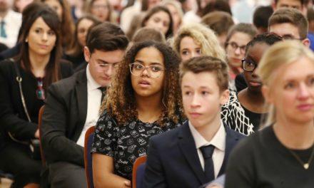 Presidente Nelson fala aos jovens em devocional em Roma