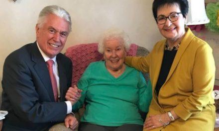Élder Uchtdorf compartilha mensagem surpreendente de uma irmã solteira que completou 104 anos