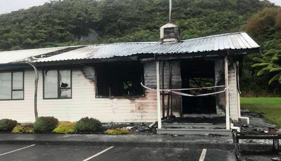 Incêndio em duas capelas santos dos últimos dias na Nova Zelândia.