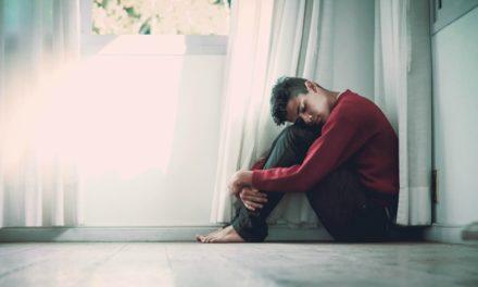 Novo estudo encontra conexão entre depressão e falta de religião