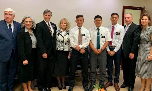 Élder Soares visita missionários na República Dominicana após o falecimento de um Élder