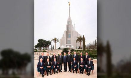 Por que todos os apóstolos foram para dedicação do Templo de Roma?