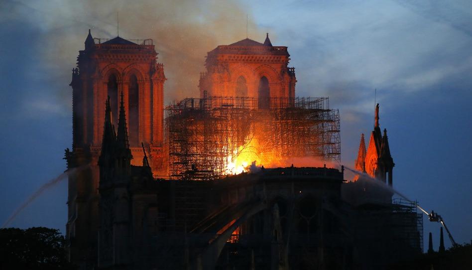 Por que o incêndio em Notre Dame é um símbolo de renascimento durante a Semana Santa?