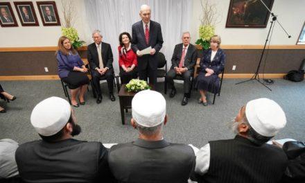 Presidente Nelson encontra sobreviventes do tiroteio em mesquita na Nova Zelândia e leva doação