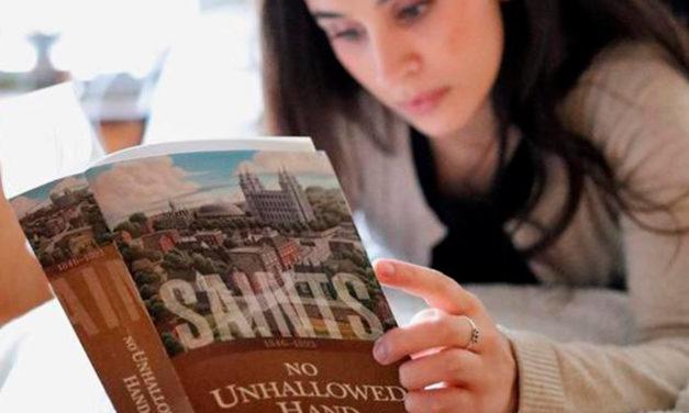 """Primeiro capítulo do 2º volume da série """"Santos"""" disponível em Português"""