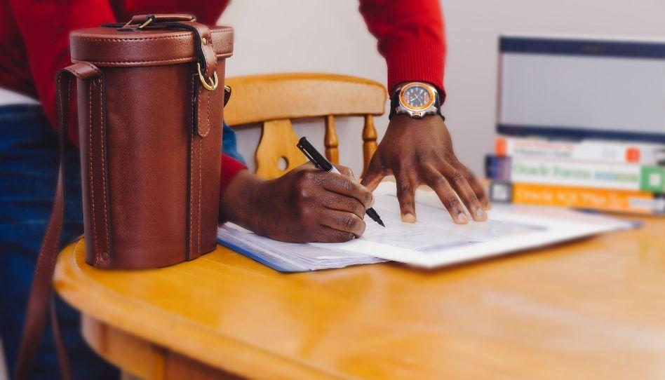Que contrato que assinamos no céu, e por que devemos cumpri-lo?