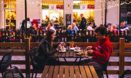 Perguntas e Respostas: Devo orar pelo alimento quando estou em público?