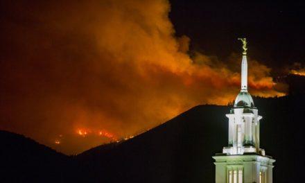 Fotos: Templo de Bountiful, Utah, cercado de chamas após evacuação