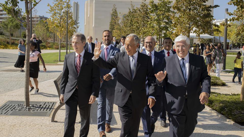 O presidente de Portugal, Marcelo Rebelo de Sousa visita o templo de Lisboa