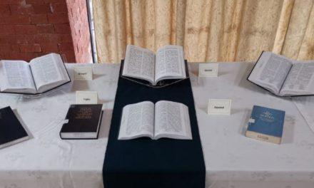 O Livro de Mórmon é apresentado no Museu do Texto Sagrado