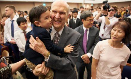 """Presidente Nelson em Cingapura: """"Oro pelo dia em que teremos um templo aqui"""""""