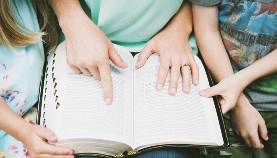 Como mamães e papais ocupados podem ler as escrituras?