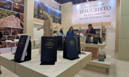 O Livro de Mórmon é apresentado na Feira Internacional do Livro, no México