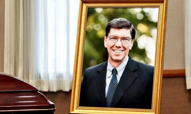 Linda homenagem durante o funeral do Setenta e Autoridade Geral Clayton Christensen