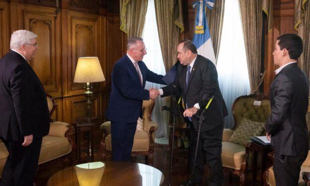 Élder Ulisses Soares e o Presidente da Guatemala se encontram em uma reunião cheia de gratidão