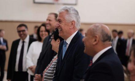 Élder Uchtdorf visita os Santos no Uruguai