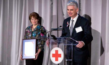 Cruz Vermelha entrega importante reconhecimento para a Igreja de Jesus Cristo