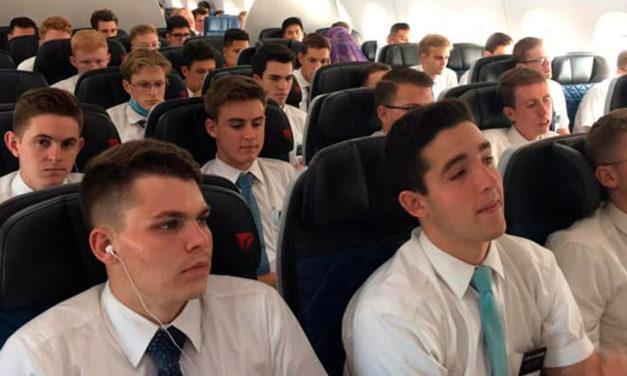 Missionários estrangeiros servindo nas Filipinas chegam em casa