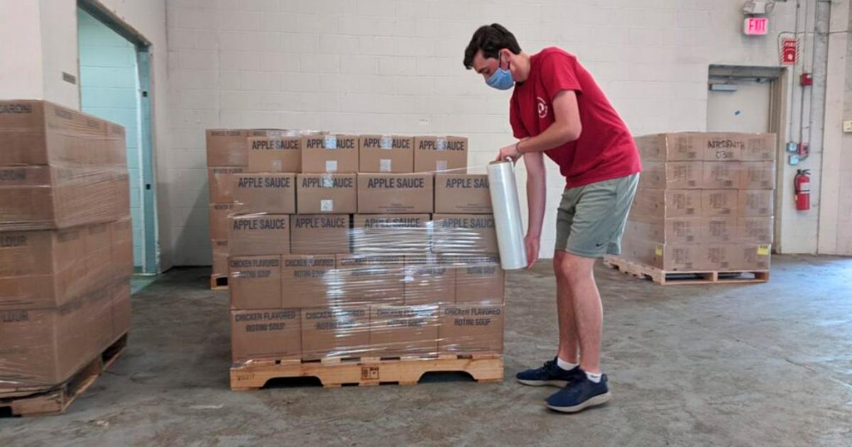 A Igreja de Jesus Cristo doa aproximadamente 20 toneladas de alimentos não perecíveis em Massachusetts
