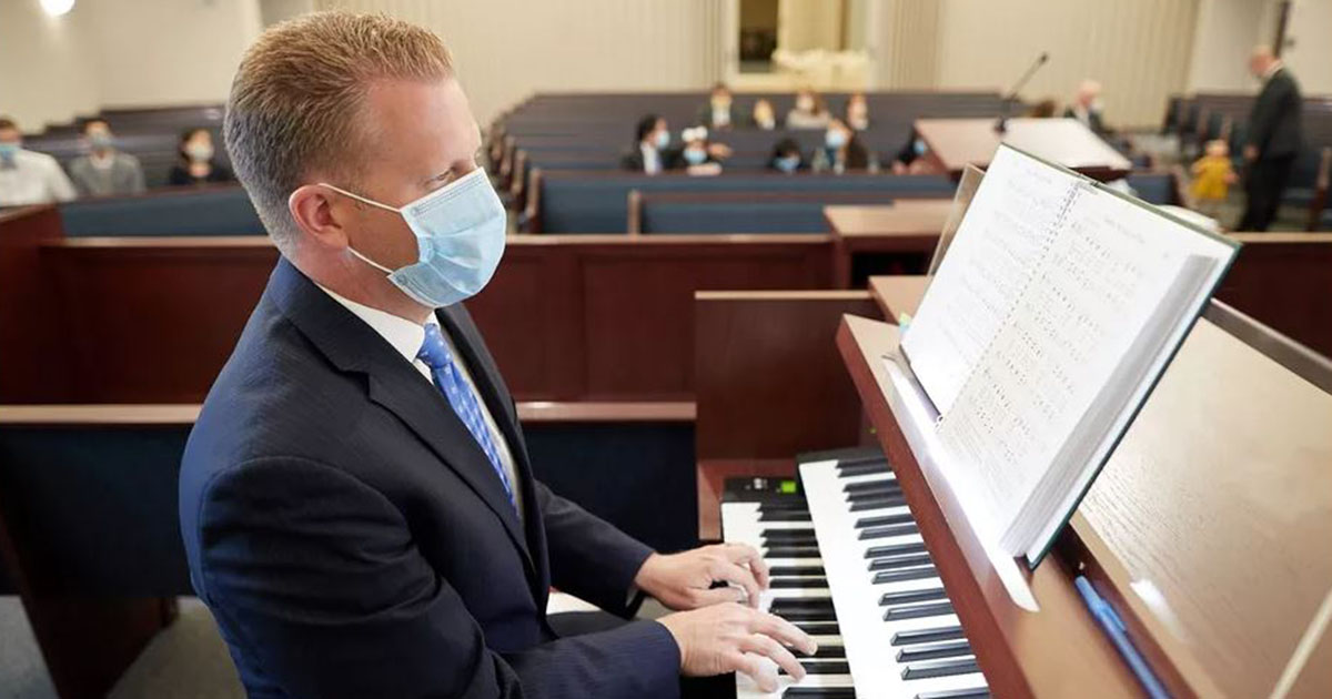 Quando as reuniões voltarem, que possamos ver pessoas e não apenas máscaras