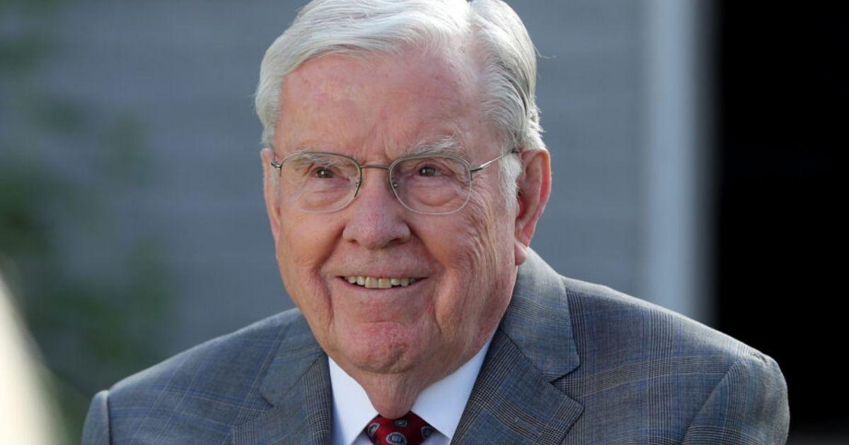 Presidente M. Russell Ballard convida todos os Santos a se lembrar dos pioneiros