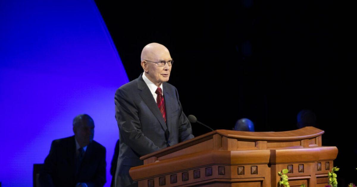 """Presidente Oaks: """"sacrifícios pessoais sempre fizeram parte de nossa obra missionária"""""""