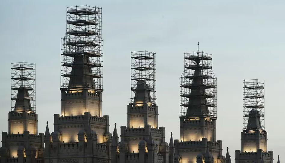 Confira fotos do progresso da obra de renovação do templo de Salt Lake City
