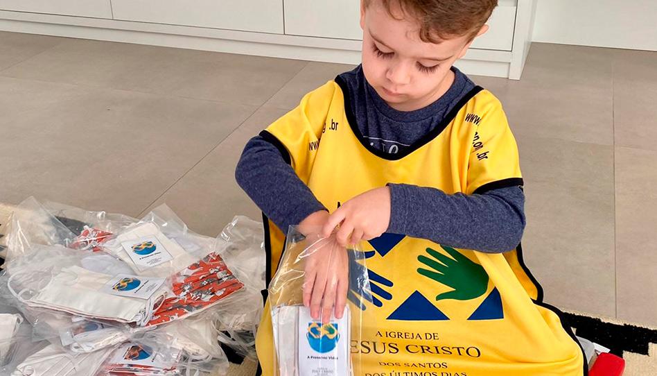 Santos dos últimos dias produzem 3 milhões de máscaras no Brasil