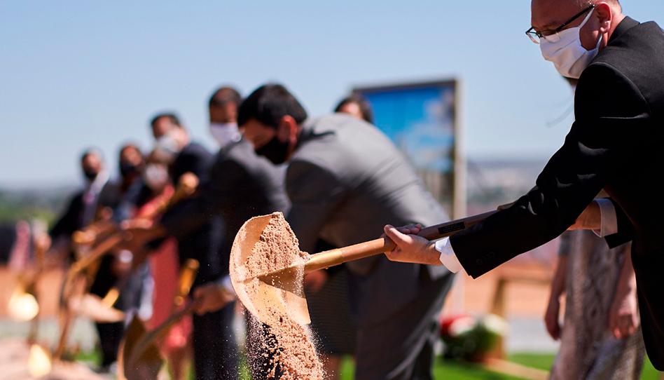 Assista à cerimônia de abertura de terra do templo de Brasília