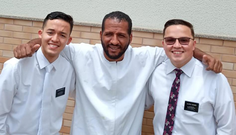 Reverendo vê publicação de missionários e é batizado em 14 dias