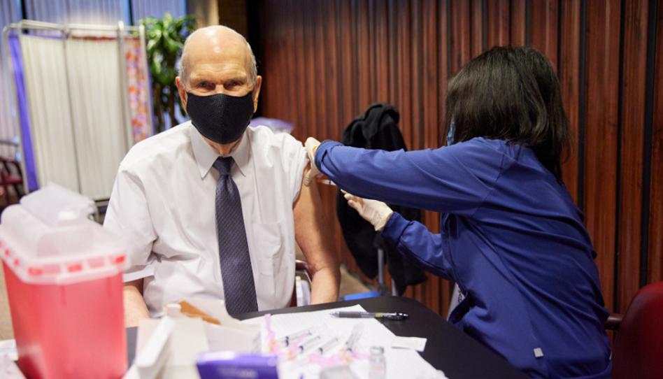Primeira Presidência e Apóstolos com mais de 70 anos recebem vacina contra COVID-19